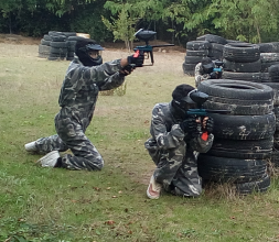 jugando paintball, en Urban